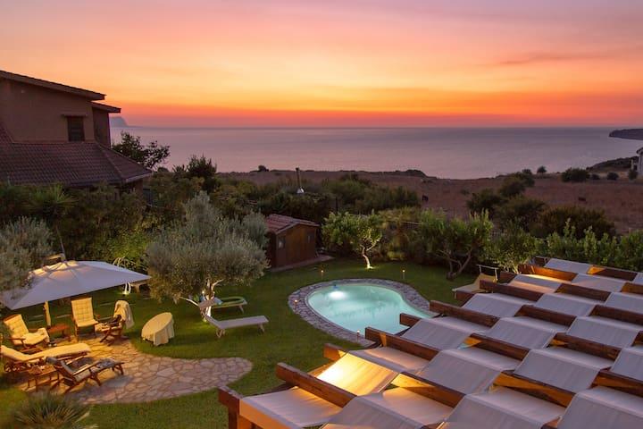 Elegant Villa with private pool and sea view