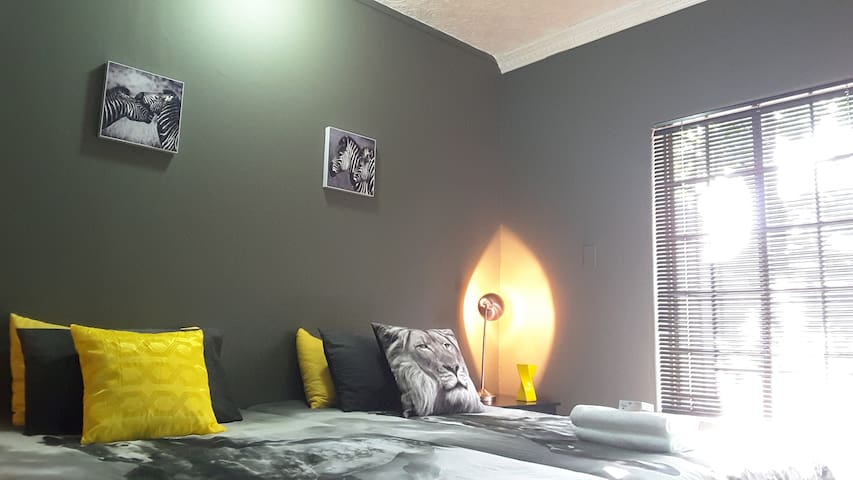 Sunny Hatfield Room | Unlimited WIFI + DSTV