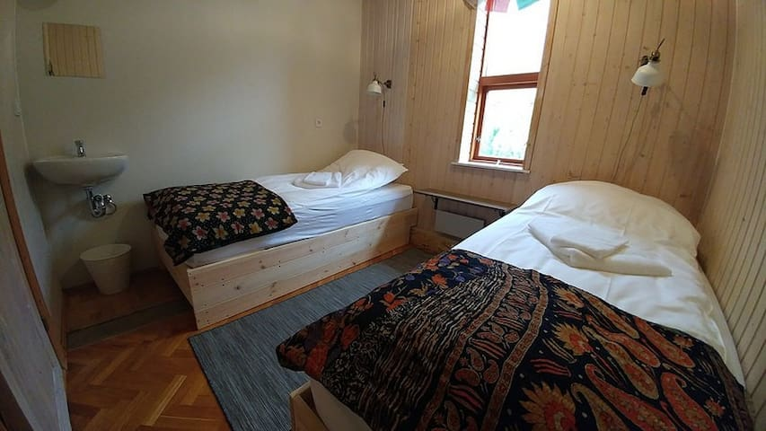 Öxl Guesthouse - Small Twin Room