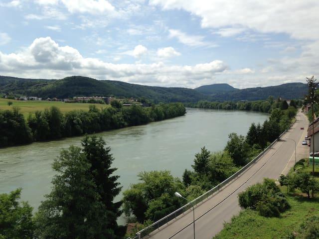 Ferienwohnung Rheinblick -WLAN, Wasserzugang, Kanu