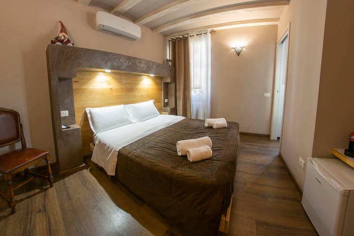 Private Room in Via Roma, very close to the Arena