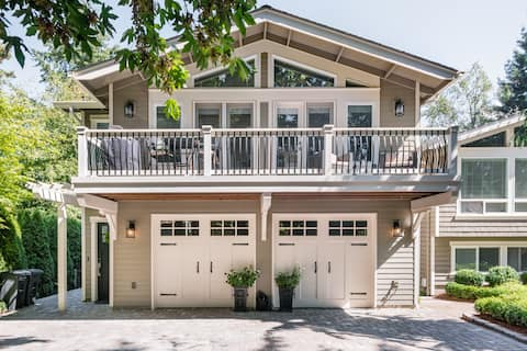 Quiet, Charming Carriage House with Secluded Tree House Feel