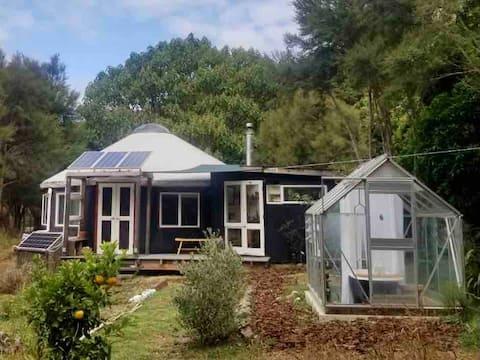 Beautiful rustic offgrid yurt nestled in the bush