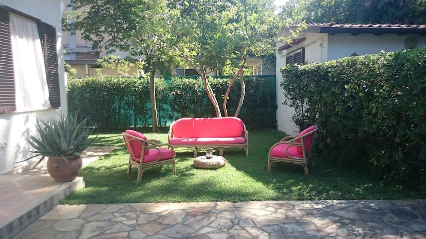 Villetta con giardino a 400 metri dal mare! - Pietrasanta - Casa