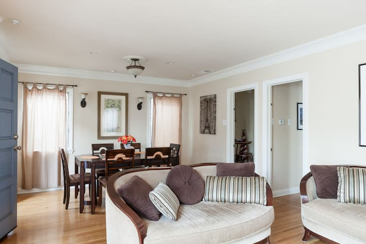 Charming 2BR beach house in Belmont Shore!