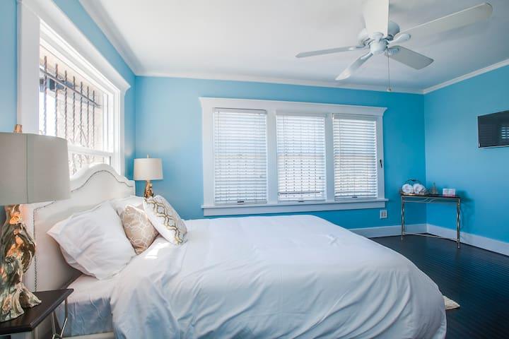 Melrose Inn - Queen Bed w/ View