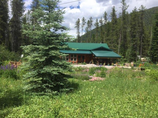 Mountain house, Glacier Park, river access.