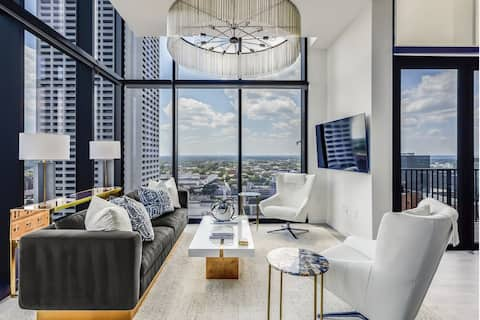 Vue Spectaculaire Penthouse by Atlanta Luxury Rentals
