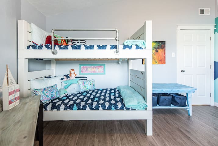 2nd Bedroom, bunk beds