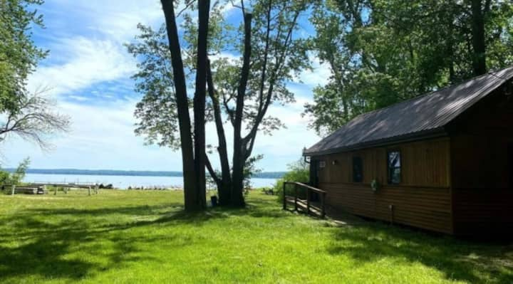 Cozy Summer Lake cottage on Lake Chautauqua