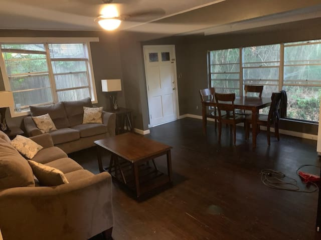 Cottage in Walkable San Marco