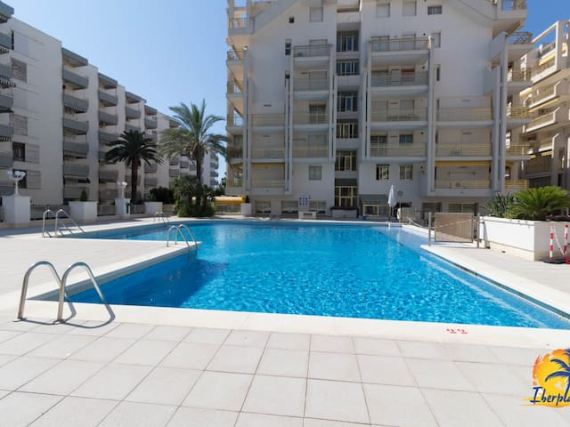 Nice apartment with A / C and community pool in Paseo Jaume I of Salou.