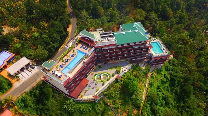 THE PANORAMIC GETAWAY MUNNAR (WITH 2 HEATED POOL)