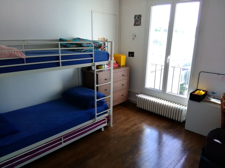 Kids room (3 beds)