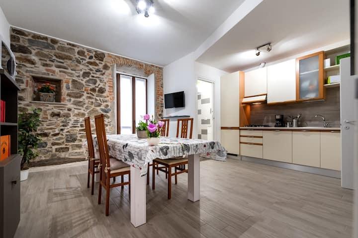 Daniel House 50mt  Lake Como in  center of Bellano