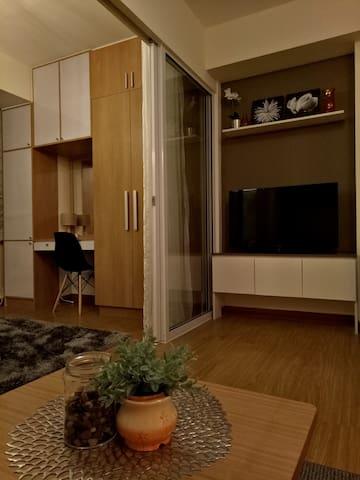 Charming & Homey 1-BR @ Azure Urban Residences