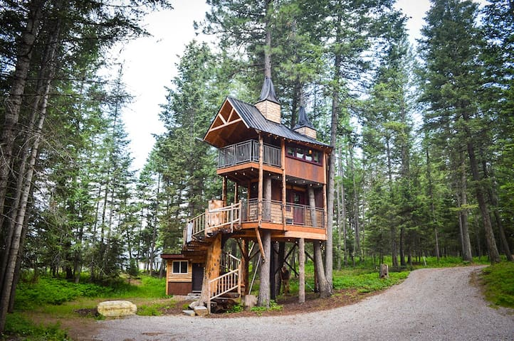 Montana Treehouse Retreat in the summertime!