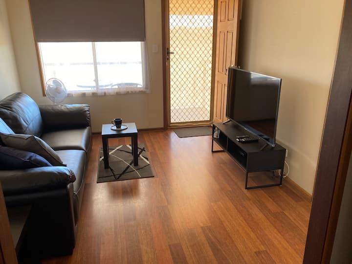 Modern Opal Field Accommodation 1,  Andamooka