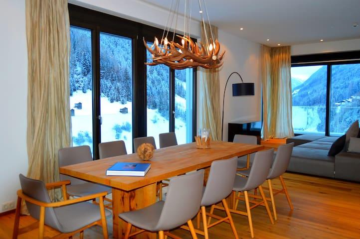Luxury apartment STUDIO 54+ balcony+300m² spa area