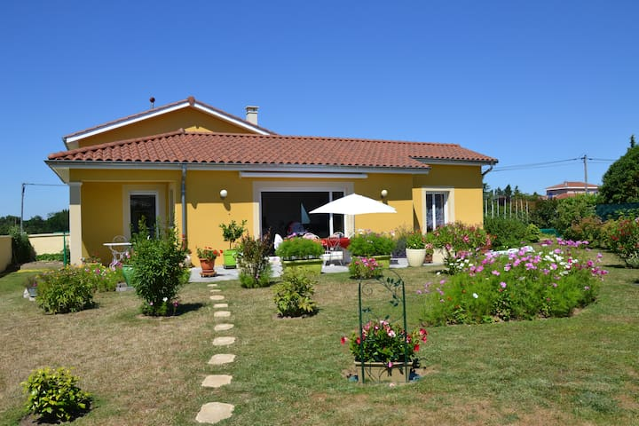 Couleur soleil, 2 chambres, Brindas 25 min de Lyon - Brindas - Casa
