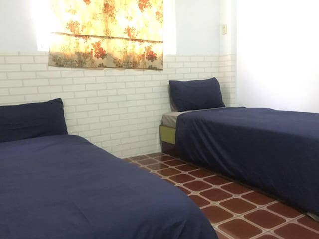 Simple room,nearby the Pier-2 art center - Yancheng District - Huis