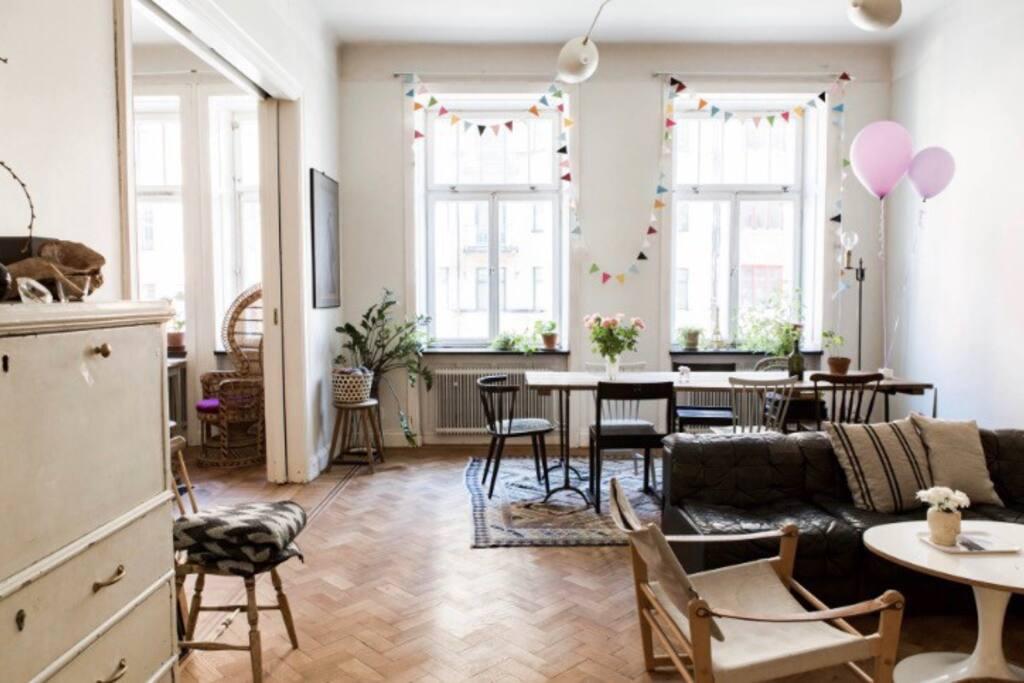 Two livingrooms facing Hornsgatan, the Paris of Sweden :)