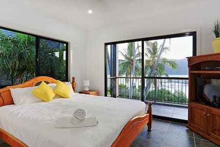 Harbour Views- 4bedroom STBY - Shute Harbour