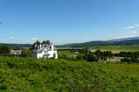 Auchendean Lodge - Grant, Queen double en-suite - Highland