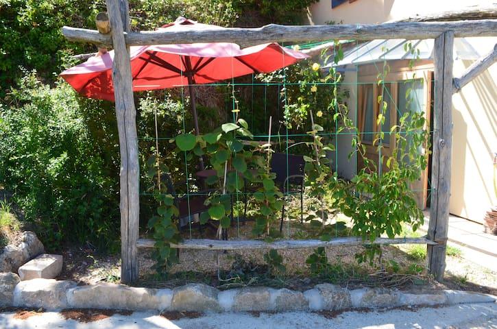 Studio écologique, plein sud en pleine nature - Saint-Romain-de-Lerps - Aarde Huis