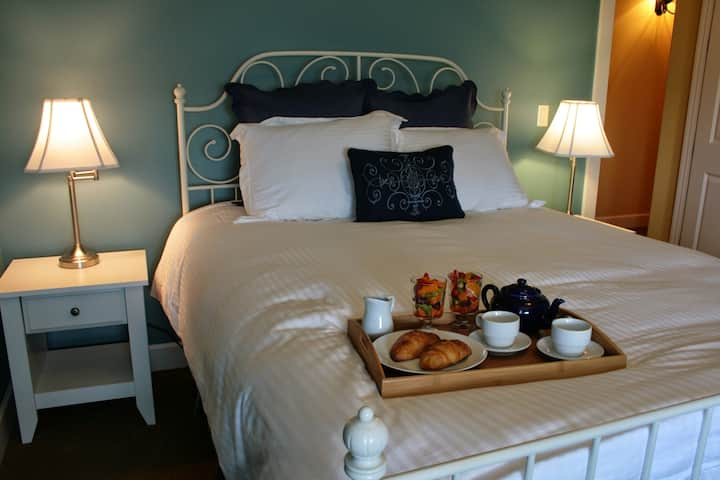 La Bastide Bed & Breakfast - Lorraine Room