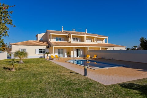 Quiet&Perfect for relax. Near busy Oura and Golf