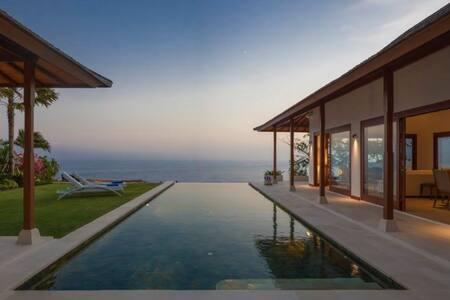 Villa Sol y Mar: Clifftop Ocean Views