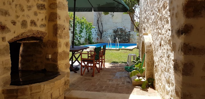Madalo, old stone Home, with private pool