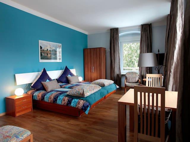 """Lebenskunst das Gästehaus zum Wohlfühlen, (Badenweiler), Appartment """"Silbermond"""", 44qm, 1 Wohn-/Schlafraum, max. 2 Personen"""