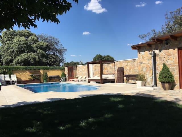 PRECIOSO BUNGALOW CON PISCINA