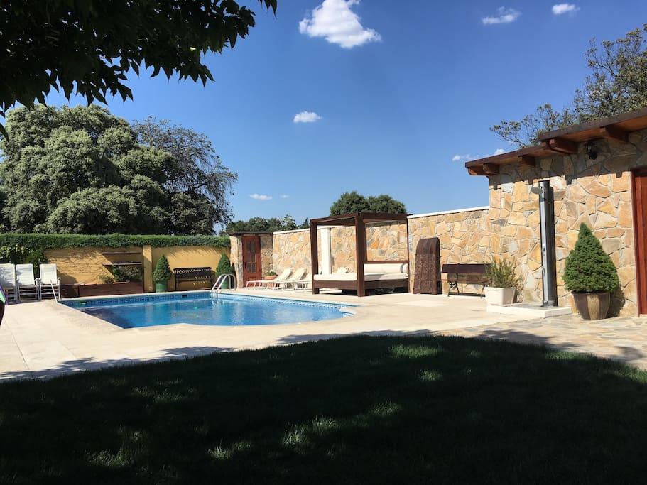 Precioso bungalow con piscina villanueva de la ca ada comunidad de madrid - Piscina villanueva de la canada ...