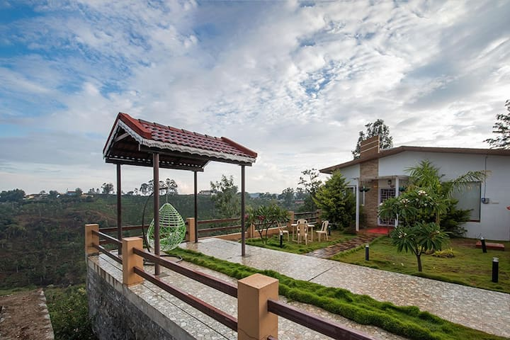 ★2BHK Ooty Villa w/ Bonfire, Lawn, kitchen, BBQ