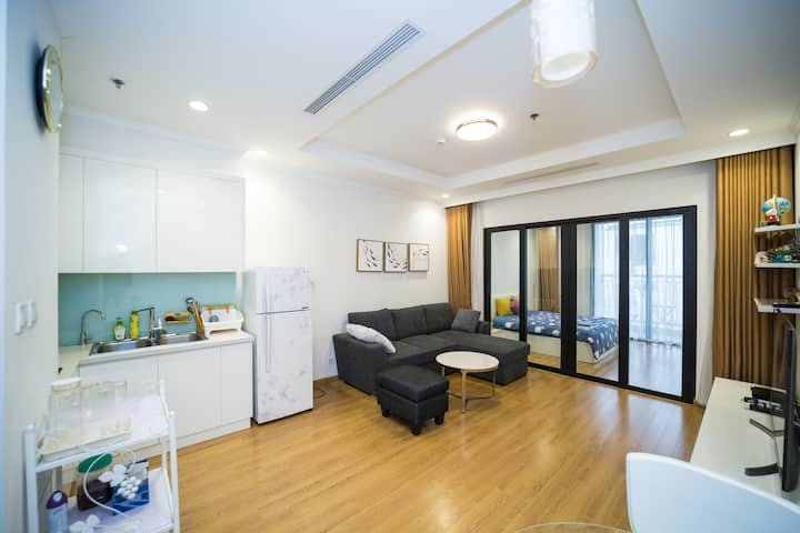 Luxury 1BDR / ROYAL CITY hight floor  by Linh