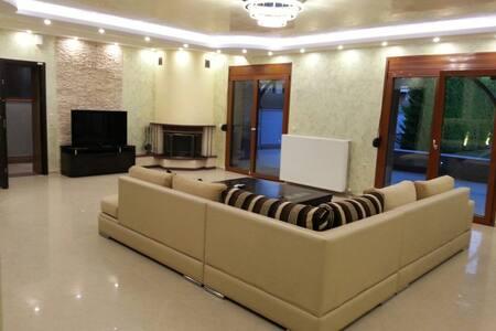 Роскошная 2-этажная 300 кв.м вилла - カリテア