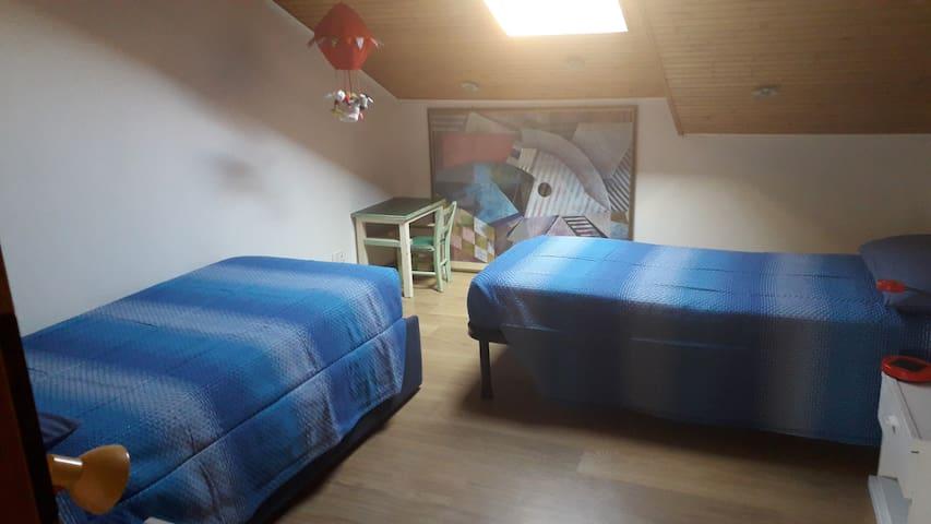 Camera n. 3 con 2 letti singoli