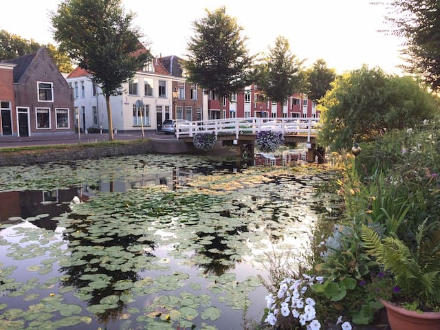 Cozy Canal House 15 min from Amsterdam in Weesp