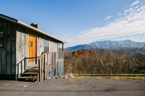 Admire Stunning Mountain Views at a Calm, Cozy Cabin