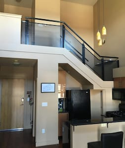Historic, Renovated, Sunny 1Br Loft Apartment - Apartment