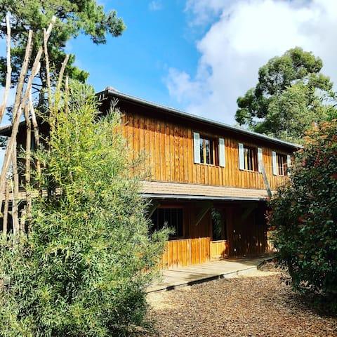 Jolie villa bois  5 chambres à proximité du bassin