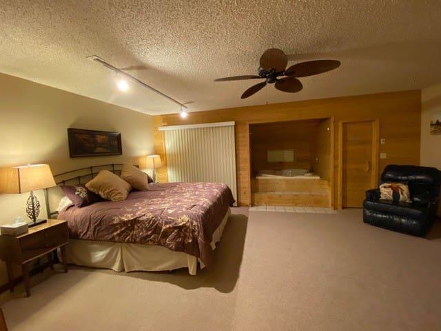 King Master bedroom with jacuzzi, sauna, ensuite full bath.