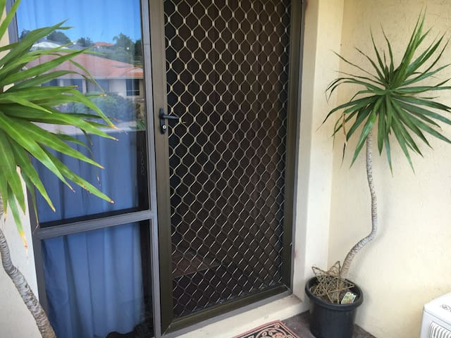 Private Room in House By the Beach - Kallaroo