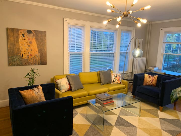 Luxuriously remodeled large 1BR centrally located