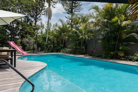 Large modern private self-contained suite + pool! - Clear Island Waters - Talo