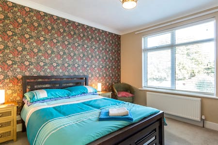 A lovely bright and airy double bedroom. - Poole - Talo