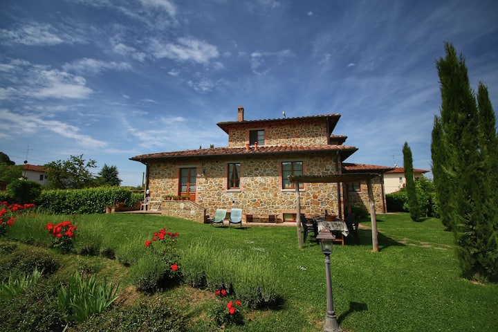Blissful Cottage in Lucignano with Shared Swimming Pool
